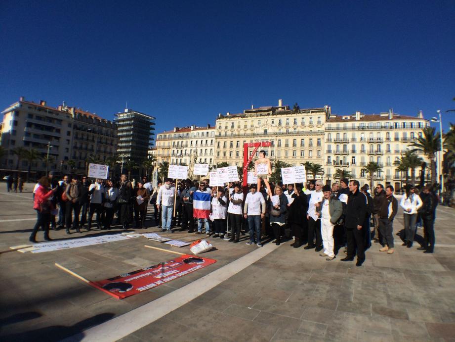 Hier, sur la place de la Liberté de Toulon, près de 250 révoltés ont demandé une révision complète du régime social des indépendants (RSI).