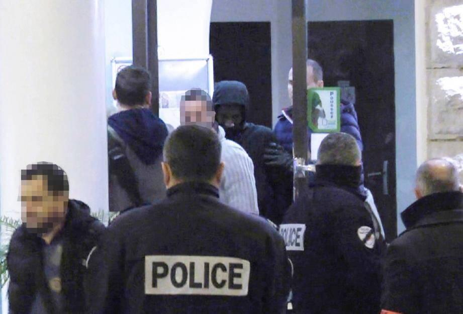 Au terme de quatre-vingt-seize heures de garde à vue, Moussa Coulibaly sera présenté à un juge antiterroriste à Paris ce samedi.