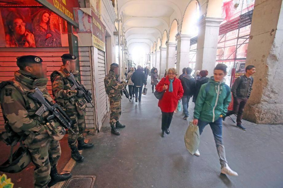Hier, sous les arcades de l'avenue Jean-Médecin, sur les lieux de l'agression.