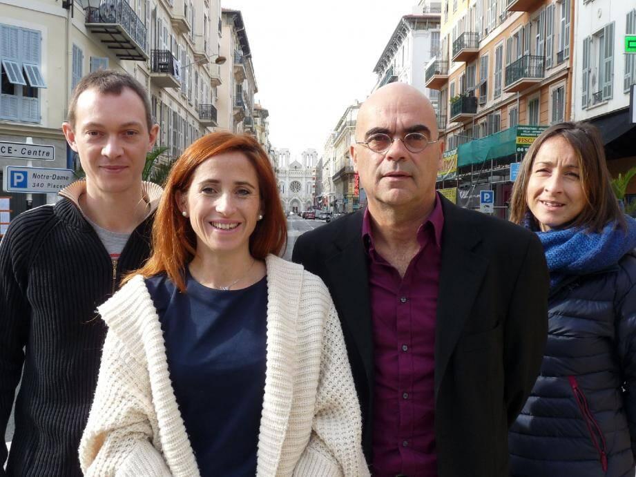 Amandine Actis et Bruno Della Sudda, au centre, et leurs suppléants.