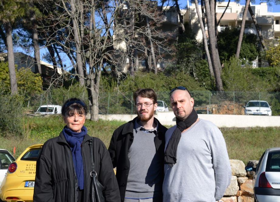 Les élus FN du Cannet, dont leur leader Julien Clos (au centre), s'inquiètent de la présence d'une mosquée ou salle de prière installée dans une résidence sociale du chemin de l'Olivet.