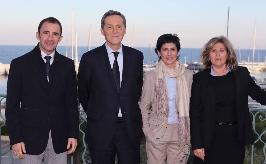 Le maire de Cap-d'Ail et l'ancienne élue de Beausoleil (au centre) forment un ticket inédit UPM-UDI pour les élections départementales. Ils ont présenté leur équipe hier à Saint-Jean-Cap-Ferrat.