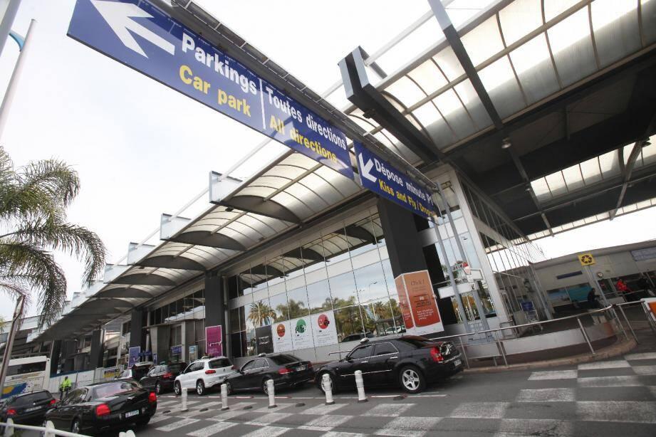 Demain, de 8h à 21 h, les électeurs niçois sont invités à répondre à la question : « Êtes-vous favorable à la privatisation de l'aéroport Nice Côte d'Azur? »