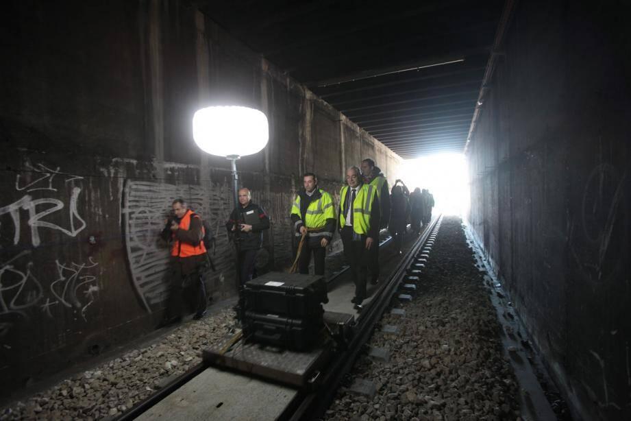 Sous le tunnel Mantega-Piol, le nouveau cheminement piéton va permettre aux secours de circuler plus vite.