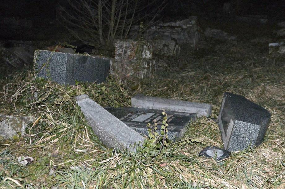 tombes profanees sarre union cimetiere juif 150215
