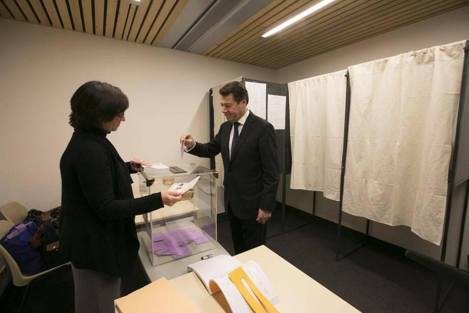 Christian Estrosi a voté au bureau de vote de Saint-Roch.