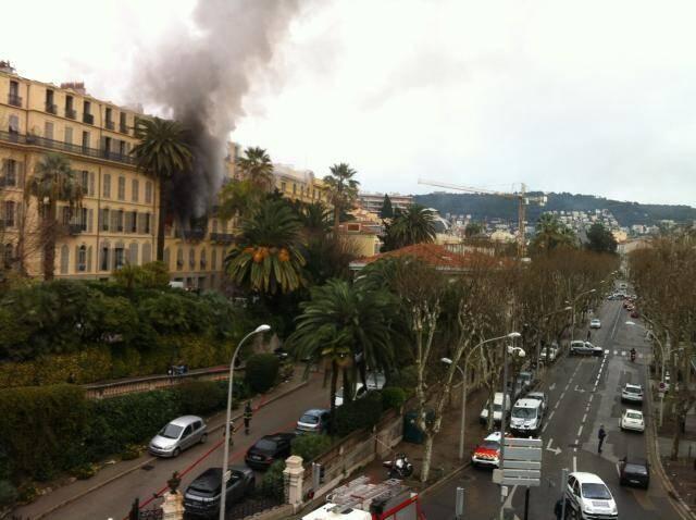 Une dame est décédée vendredi dans le violent incendie qui s'est déclaré en fin de matinée dans le centre de Nice, boulevard Carabacel.