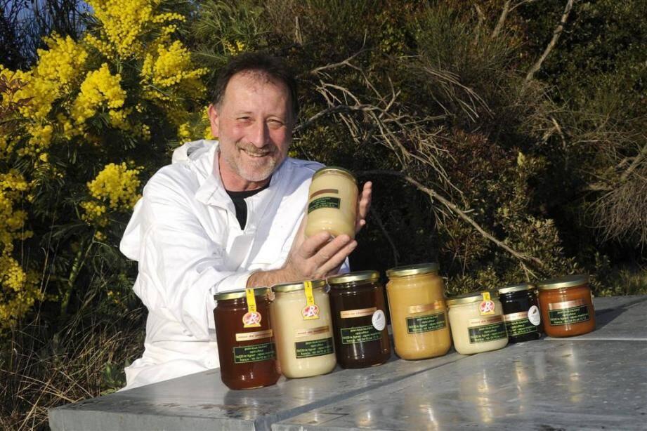 Jean-Louis Lautard a reçu cinq médailles cette année pour ses miels.