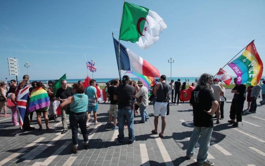 Une manifestation anti arrêté anti-drapeaux étrangers à Nice