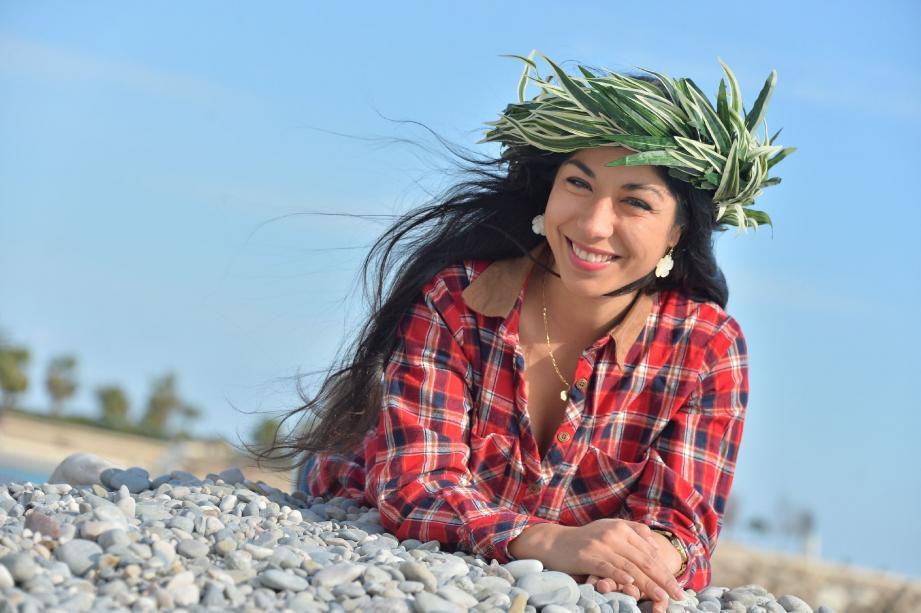 Vaiana Manutahi, la fille de la présidente de l'assocition mentonnaise Tiare Tahiti, se passionne pour cette culture héritée de son père.