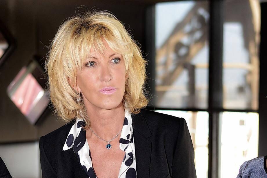 Après des études à Nice, où elle vit encore la moitié de l'année, Dominique Serra a lancé le rallye des Gazelles en 1990.