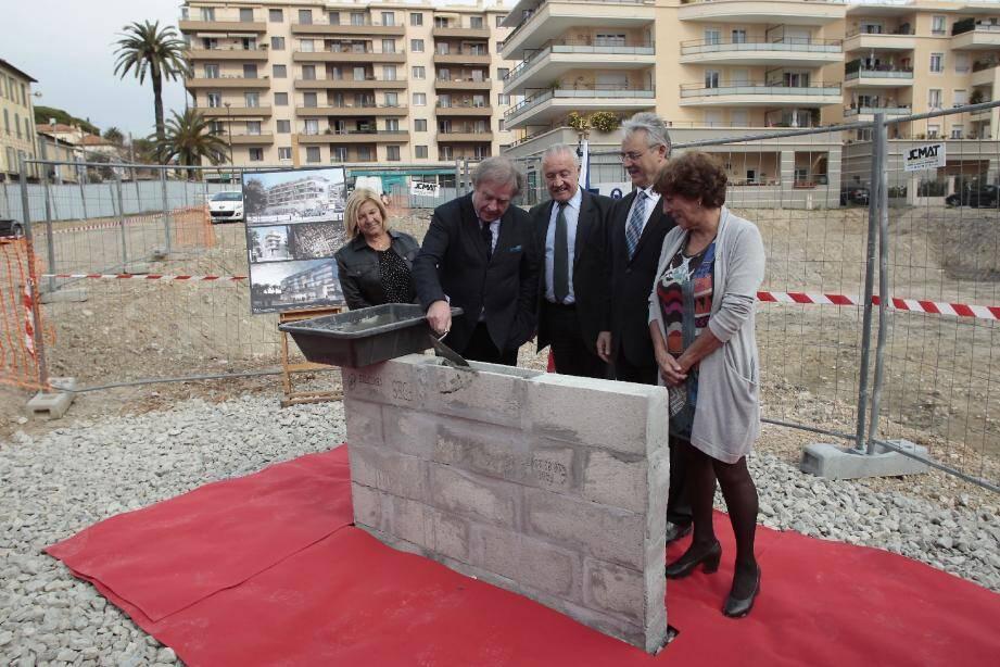 Jean-Michel Wilmotte, architecte investit des plans jusqu'au ciment.