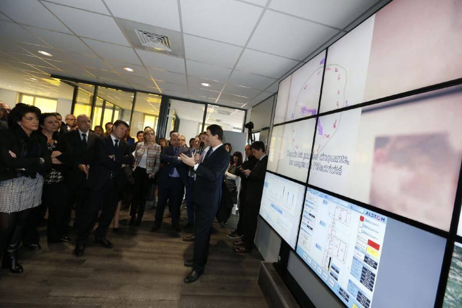 Le nouveau Smart City Innovation Center fait la part belle aux dernières technologies de collecte et de visualisation des données avec, comme auditeurs pour le lancement, les élus métropolitains autour de Christian Estrosi.(DR)