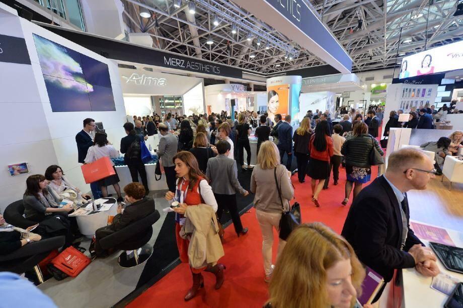 Les visiteurs, en grande majorité médecins, sont plus de 9 000 à venir assister à ces trois jours de congrès au Grimaldi Forum.