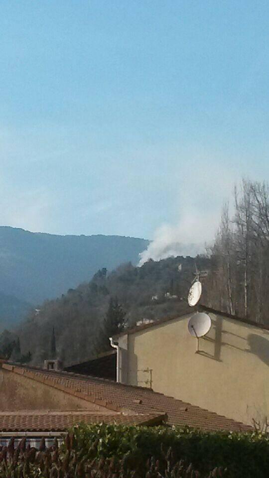 Moulinet : un feu de brousailles brûle 4 hectares de végétaux