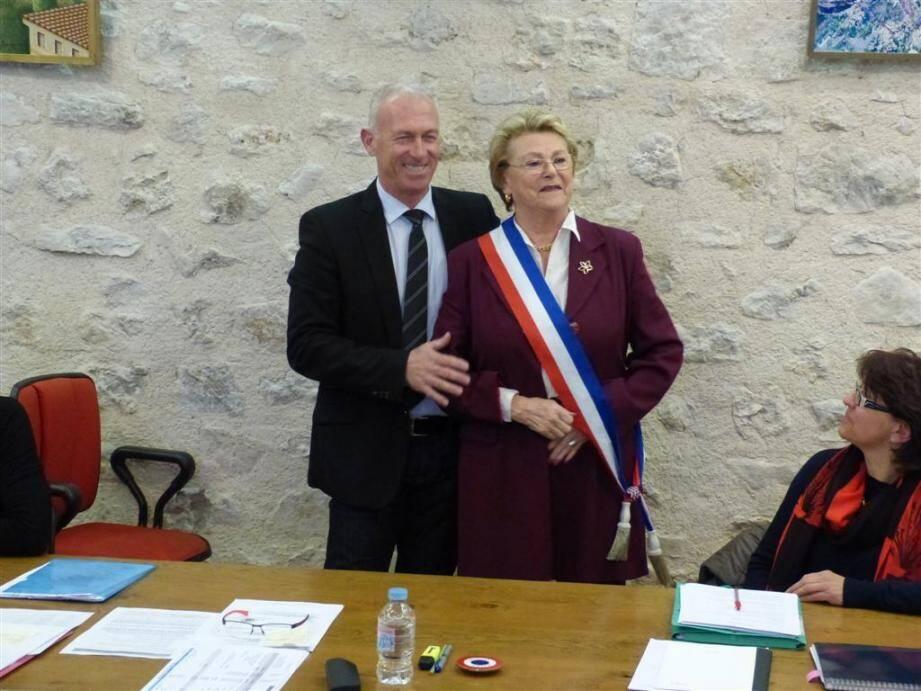 L'adjointe en charge de la sécurité et de la communication s'était vue officiellement remettre l'écharpe et le macaron tricolores par le maire Thierry Occelli pendant le conseil municipal le 27 janvier.