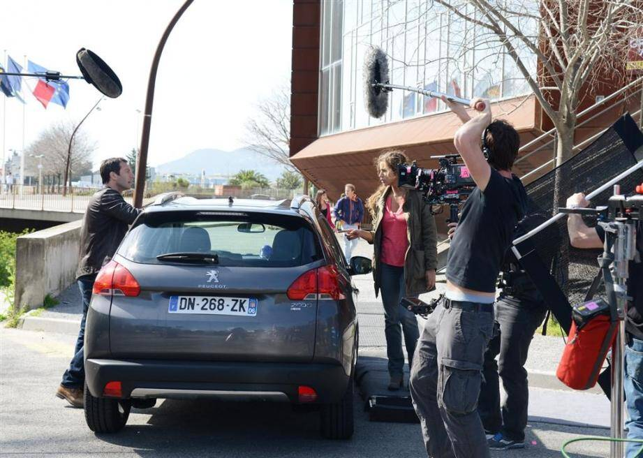 Le tournage de la 10e saison a débuté lundi par des extérieurs filmés à Cannes.