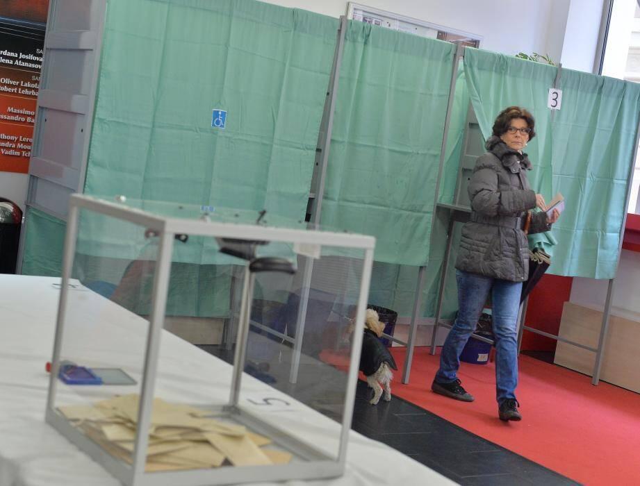 A midi, le taux de participation au second tour des élections départementales s'élève à 19,61% dans les Alpes-Maritimes.