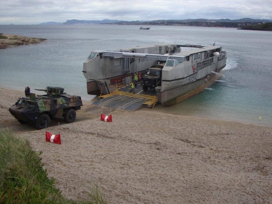Un exercice de débarquement militaire à Six-Fours