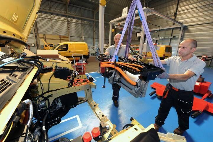 Une photo prise ici en 2010 sur le site Venturi de production des véhicules électriques de La Poste dans la Sarthe.