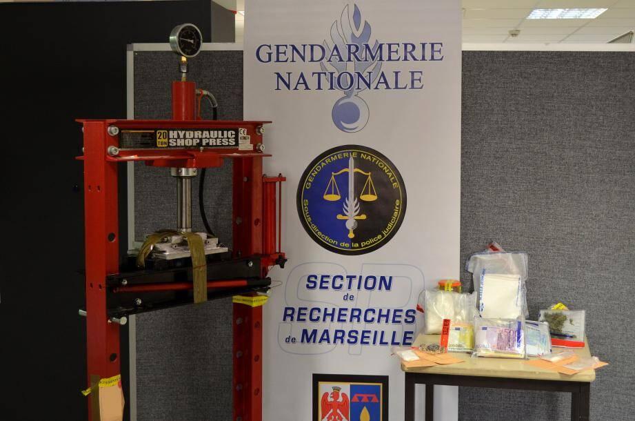 1,5 kg de cocaïne d'une valeur à la vente de 90.000€ a été saisi ainsi que du matériel servant à la transformation du produit.