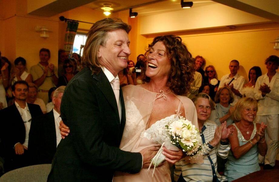 Florence Arthaud s'était même mariée en septembre 2005, à Porquerolles, avec le navigateur Eric Charpentier.
