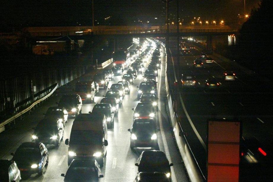 Illustration des embouteillages sur l'autoroute A8 sur la Côte d'Azur