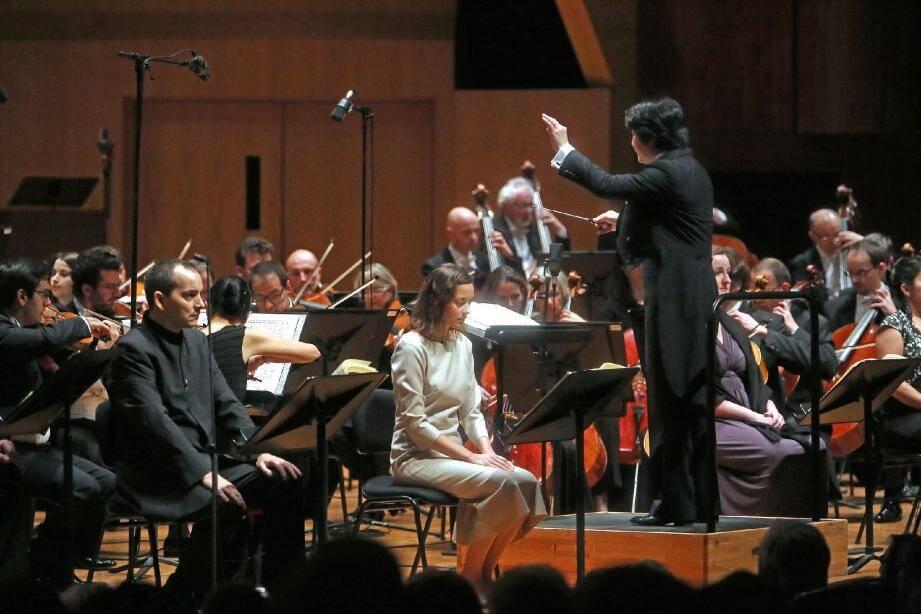 Marion Cotillard, majestueuse, dans le rôle de Jeanne d'Arc, était accompagnée par les musiciens du Philharmonique de Monaco et les choristes de l'Orchestre de Paris et de l'Académie Prince Rainier III, le tout sous la baguette du chef Kazuki Yamada.