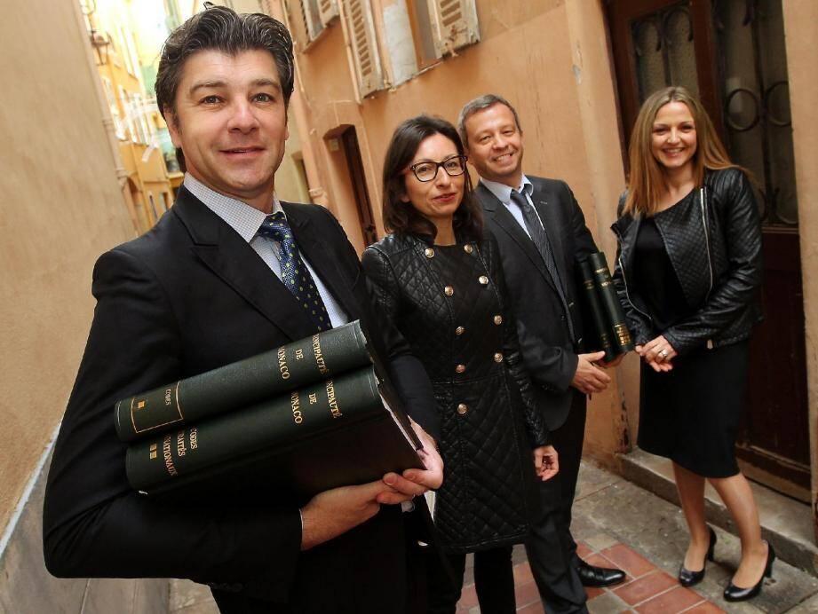 Me Richard Mullot, bâtonnier, Laurence la secrétaire de la Maison de l'Avocat, Me Alexis Marquet le syndic rapporteur et Me Déborah Lorenzi-Martarello secrétaire trésorière du Conseil de l'Ordre des Avocats, se réunissent dans ce lieu du 11 rue Notre-Dame-de-Lorette à Monaco-Ville.