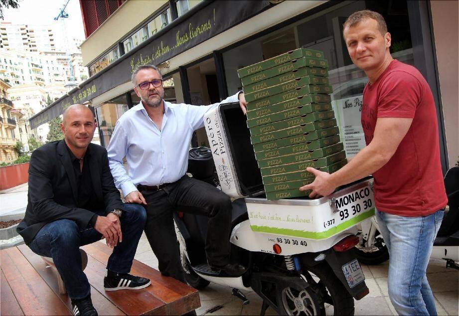 Franck, Philippe et Hervé ont décidé de proposer des pizzas, notamment des bio et sans gluten et la livraison se fait en scooter électrique.