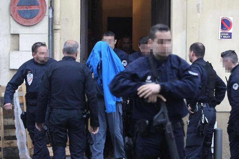 Le forcené a été conduit au commissariat Auvare après une perquisition de son domicile.