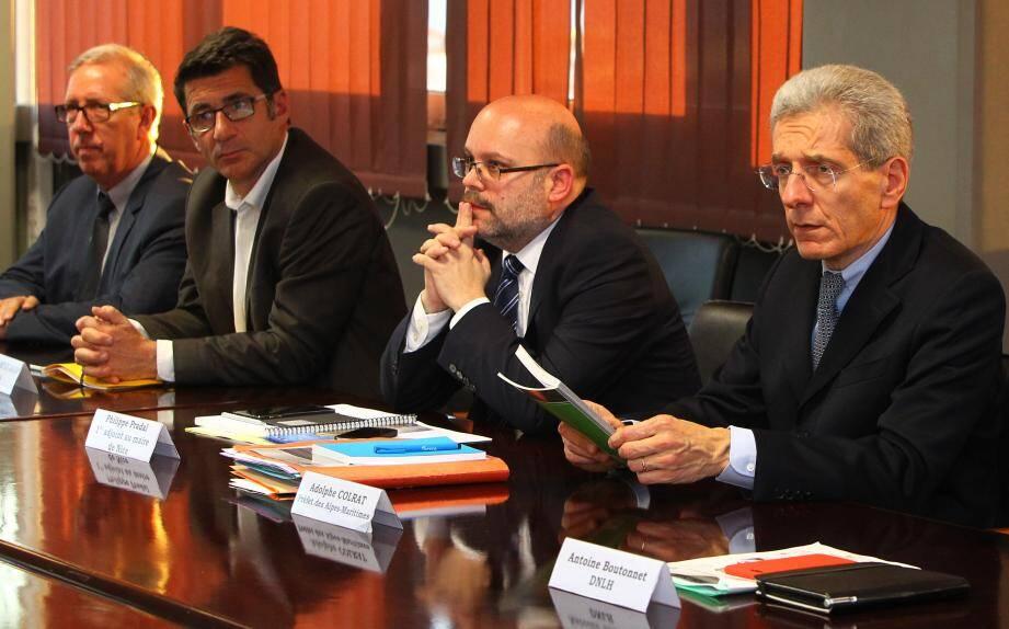 Le préfet Adolphe Colrat (à droite) a tenu une conférence de presse en présence de représentants de la ville de Nice