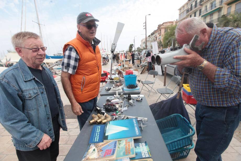 Vide-greniers de matériel marin sur le quai Saint-Pierre