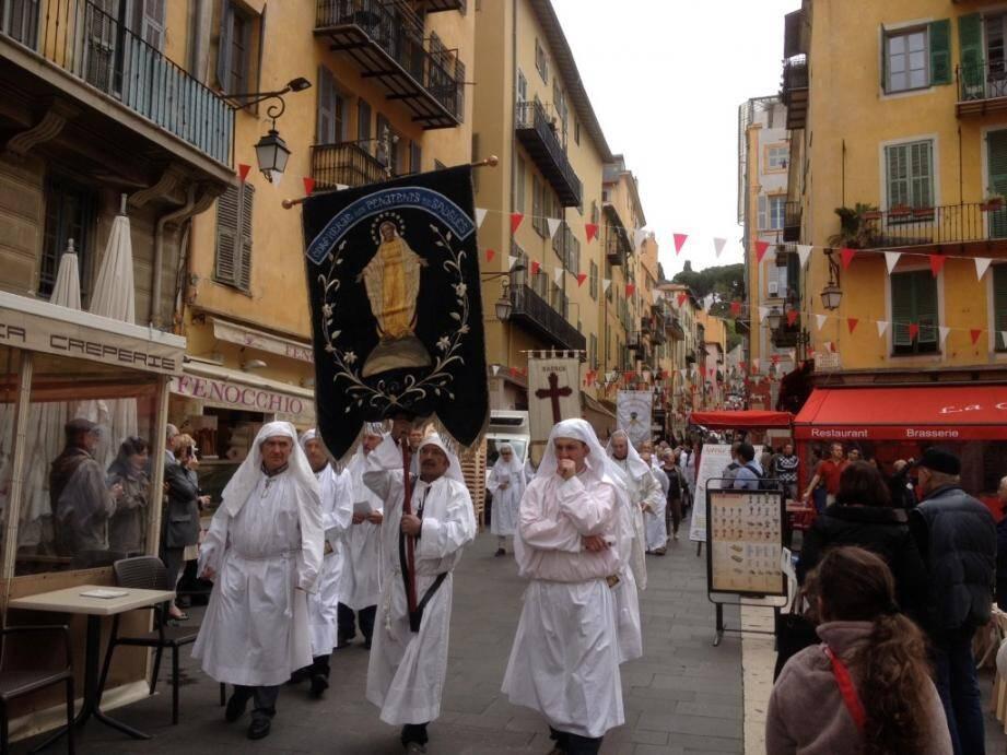 penitents nice procession 150419