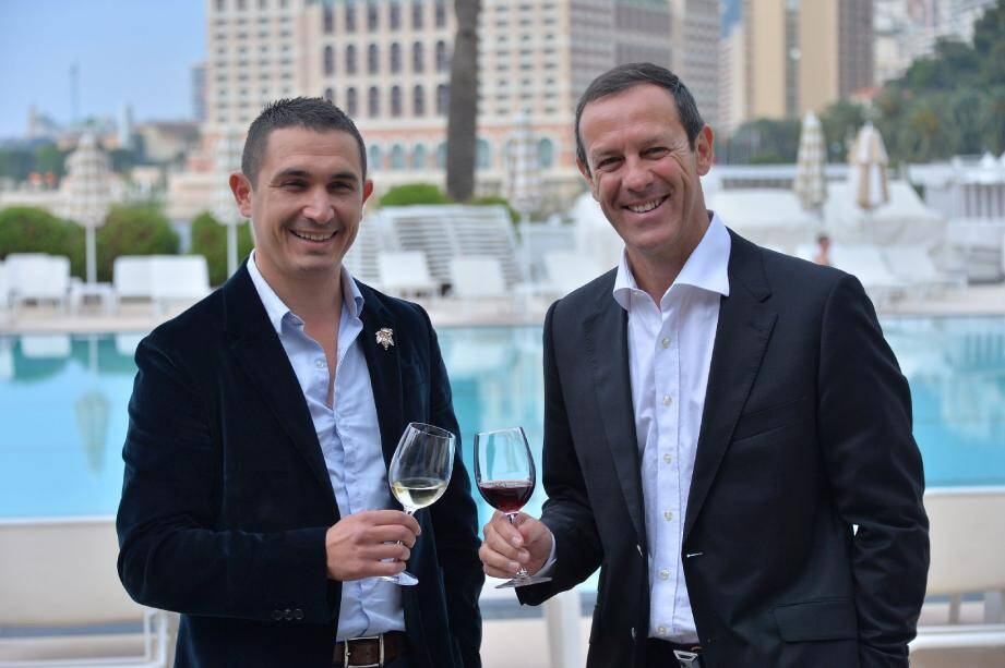 A gauche, Christophe Chiorboli, vice-président de l'association des sommeliers corses, et Patrice Frank le président de l'association monégasque de sommellerie qui entend créer un salon du vin en octobre à Monaco.