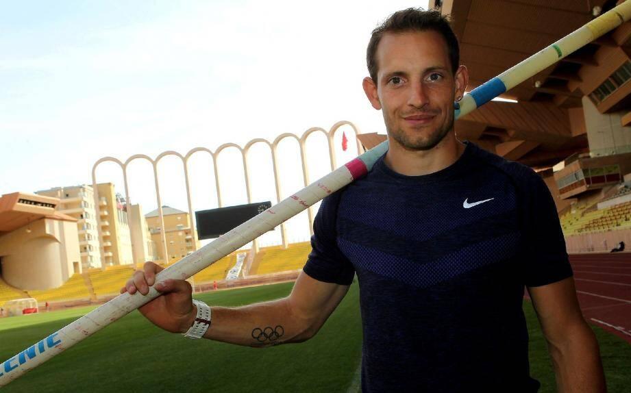 Le Français détient le record du monde depuis qu'il a franchi une barre à 6,16m.