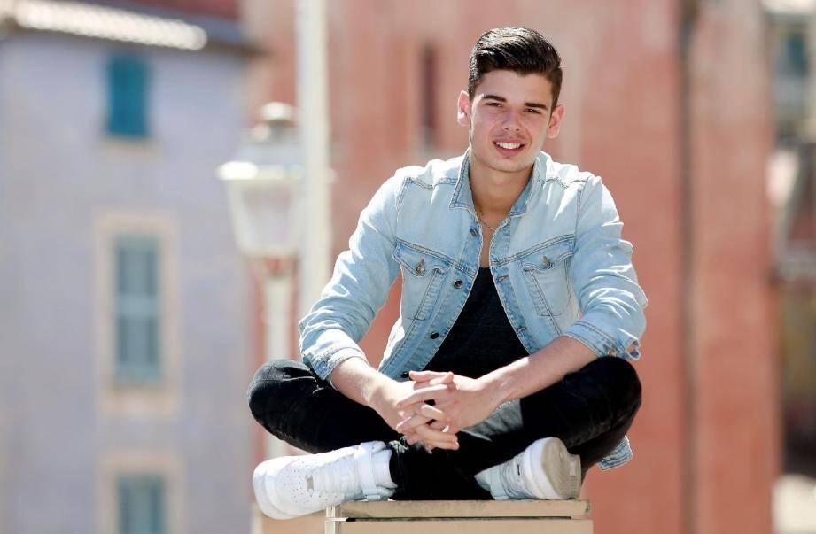 À 16 ans à peine, le jeune homme avait décidé d'arrêter l'école et a quitté Toulon, sa famille et ses amis, pour intégrer, à Paris, l'Académie internationale de danse.