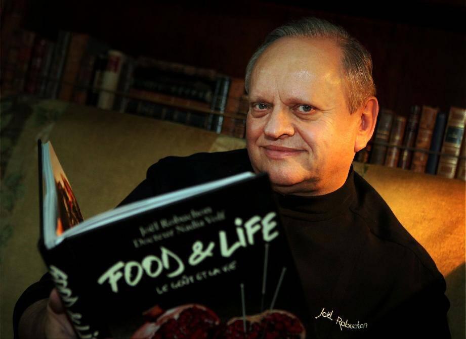 Le chef Joël Robuchon, hier matin dans les salons de l'hôtel Métropole, pour évoquer une nouvelle philosophie de santé par la nourriture, qui change sa façon de travailler.