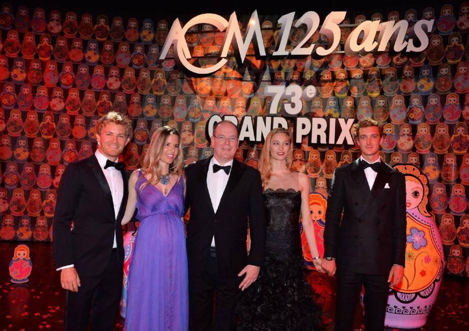 Le couple Rosberg salué par le Prince Albert II, Pierre Casiraghi et sa future épouse Béatrice.