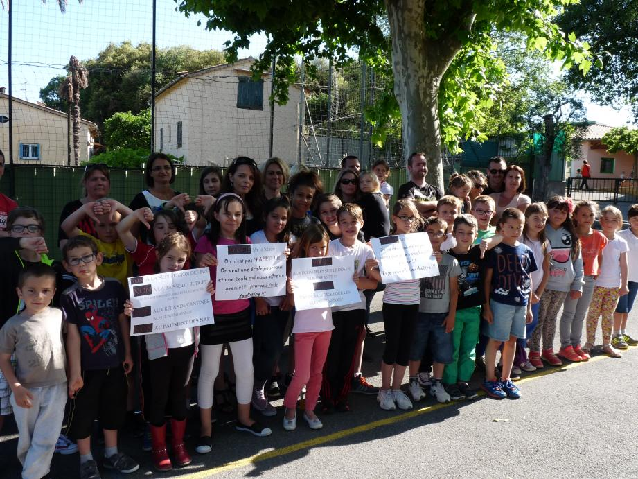 Le mouvement est parti de l'école de Saint-Mathieu où les parents d'élèves clament leur intention de ne pas se laisser faire.