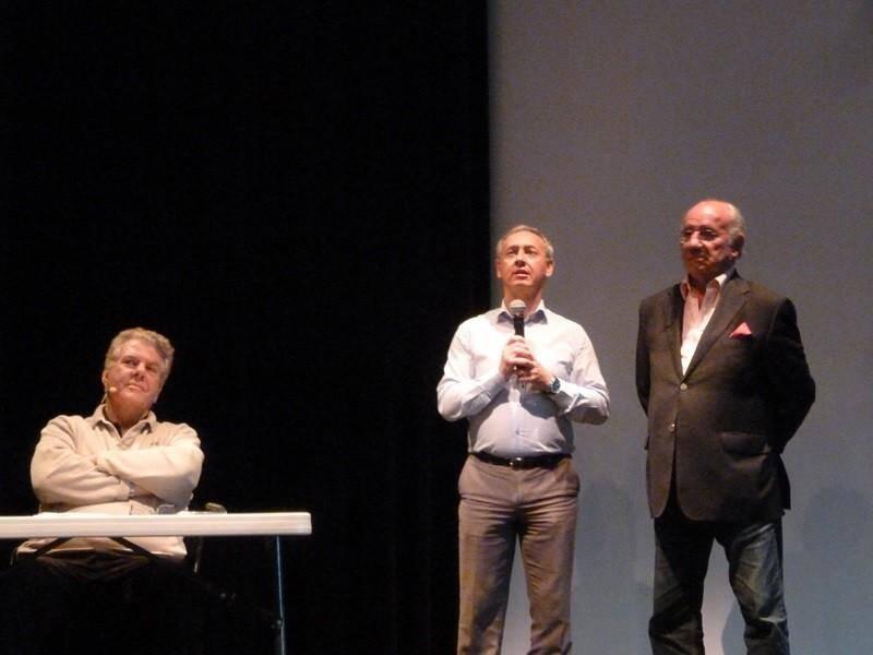 Jean-Luc Fabre maire et Jean-Yves Davril, adjoint à la communication ont accueillis chaleureusement Jean-Claude Bourret à la salle Iris-Barry.