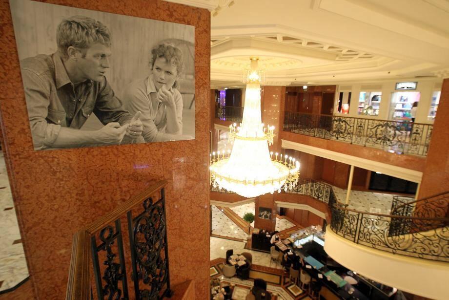 Des photos rares de Steeve McQueen et James Dean exposées à Monaco