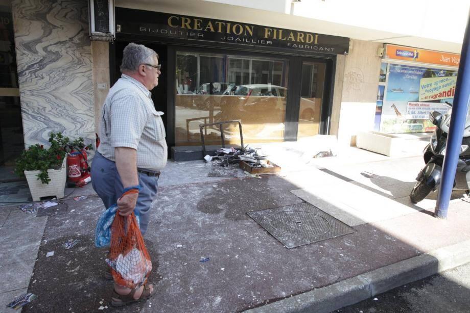 Une bijouterie, située au rez de chaussée d'un imeuble de l'avenue Maréchal Joffre, à Juan-les-Pins, a subi d'importants dégâts à la suite d'un incendie, survenu mercredi matin.