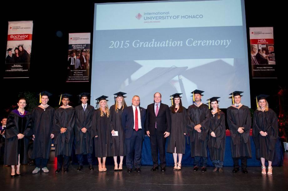 Le prince Albert II a assisté samedi après-midi à la remise des diplômes aux étudiants de l'Université.