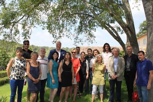 Vignerons, artistes et organisateurs de « Art et vin » étaient réunis, hier, à l'occasion de la présentation de l'événement, au château de la Mentone. La manifestation durera du 1er juillet au 31 août.