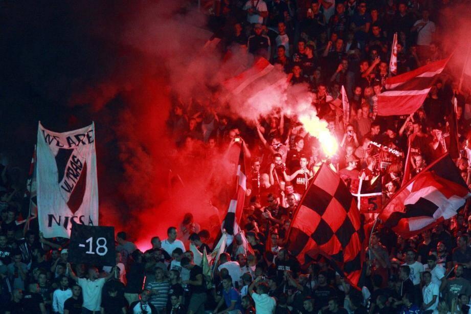 fumigene fumigenes supporters ogc nice allianz riviera tribune 150208