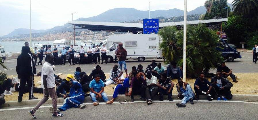 migrants frontiere italie menton 150612