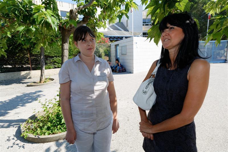 Lucille Faivre et sa mère Valérie, à l'issue de la première journée du bac pro au lycée de La Coudoulière de Six-Fours.