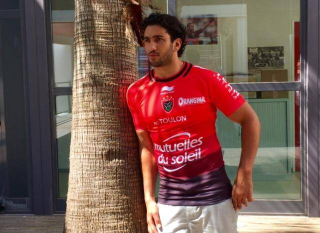Maxime Mermoz avec le nouveau maillot du RCT