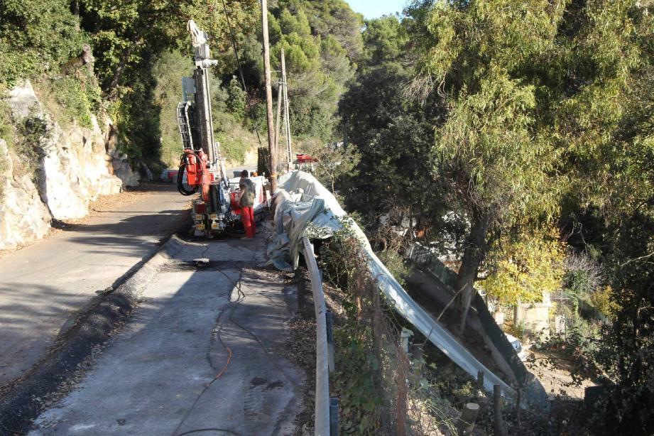 D'importants moyens ont été mobilisés afin de rouvrir totalement la route d'Aspremont.